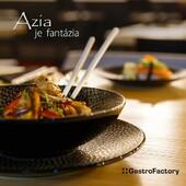 """""""JEDZ, KÝM NEODPADNEŠ"""", PLATÍ V OSAKE 🥢Vedeli ste, že Osaka je hlavné mesto prejedania v Japonsku? A kuchársky showman Toyo by asi aj vašim hosťom v reštaurácii doprial poriadnu hostinu napríklad z taniera Coupe Flow. Zaujíma vás viac podobných tipov? Kliknite sem ▶️ https://gastrofactory.eu/sk/content/22-azia-je-fantazia#FeedTheSoul #GastroFactory #ZážitokZoStolovania #Azia"""