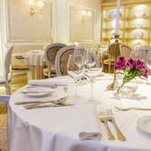 Vdýchnite interiéru vašej prevádzky závan luxusu. Stačí správne prestieranie a vaši hostia sa budú cítiť kráľovsky 👌 Nechajte sa inšpirovať naším výberom elegantných príborov, porcelánu a skla v štýle Chateau ➡ https://bit.ly/3pwQdCw#feedthesoul #luxurylifestyle #gastroart #premiumquality #chateau