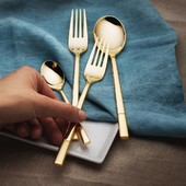 Unusual and beautiful cutlery set Luxus from Premium line. The surface of this cutlery is decorated with 14 carat gold. This unique set is suitable for homes with elegant and modern interior fittings. . #cutlery #cutleryset #solaswitzerland #solapoint #solaswiss #kitchen #kitchendesign #tabledecoration #tableware #kitchenware #tabletop #goldencutlery