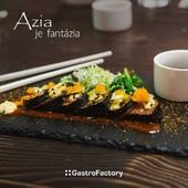 """WABI-SABI OKORENÍ SUSHI. VIAC AKO WASABI.V dokonalosti NIE je krása. Tak to vidí japonský princíp wabi-sabi. Pravítková presnosť predsa neodráža skutočnú povahu prírody. Pozrite sami na čierny bridlicový podnos Flow s """"nedokonalými"""" okrajmi. Nevyznie na ňom to sushi super šik? Viac podobných inšpirácií nájdete tu ▶️ https://gastrofactory.eu/sk/content/22-azia-je-fantazia#FeedTheSoul #GastroFactory #ZážitokZoStolovania #Azia"""