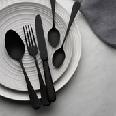 Even a small thing like cutlery can do wonders in the interior. 😉 You will be astonished by the timeless piece of Baguette Vintage, which will add a romantic charm to dining. 🖤 . #cutlery #sola #solaswitzerland #baguettevintage #kitchenware #kitchn #kitchendesign
